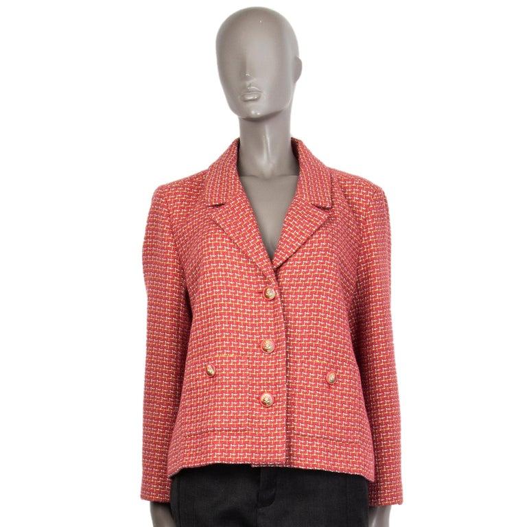 CHANEL pink cotton Tweed Blazer Jacket 46 XXL In Excellent Condition For Sale In Zürich, CH