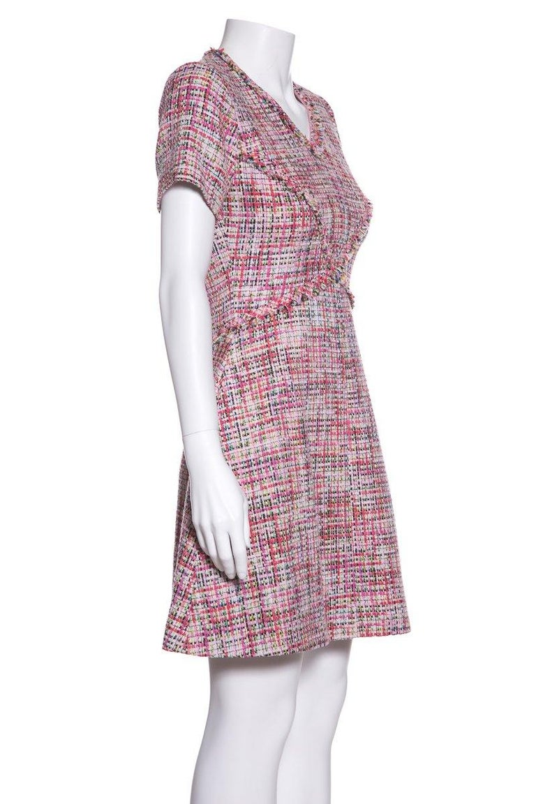 CHANEL  Pink Tweed V-Neck & Fringe Detail Dress SZ 34 In Excellent Condition For Sale In Scottsdale, AZ