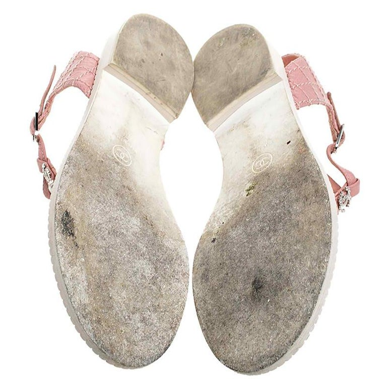 Chanel Pink/White Quilted Leather Chain Link Thong Flat Sandals Size 41 For Sale 1