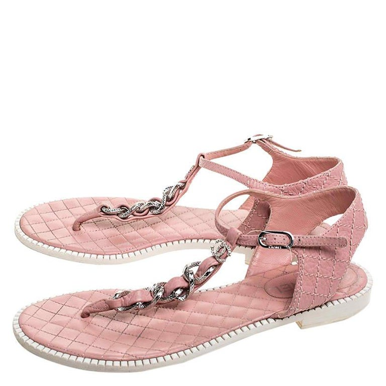 Chanel Pink/White Quilted Leather Chain Link Thong Flat Sandals Size 41 For Sale 2