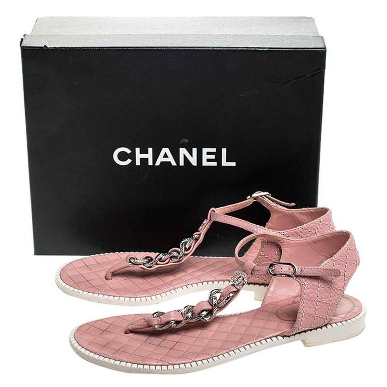 Chanel Pink/White Quilted Leather Chain Link Thong Flat Sandals Size 41 For Sale 4