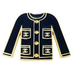 CHANEL Pin's iconic jacket