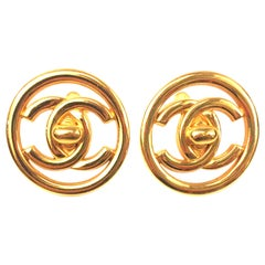 "Chanel plated gold turn lock ""CC"" logo round clip on earrings"