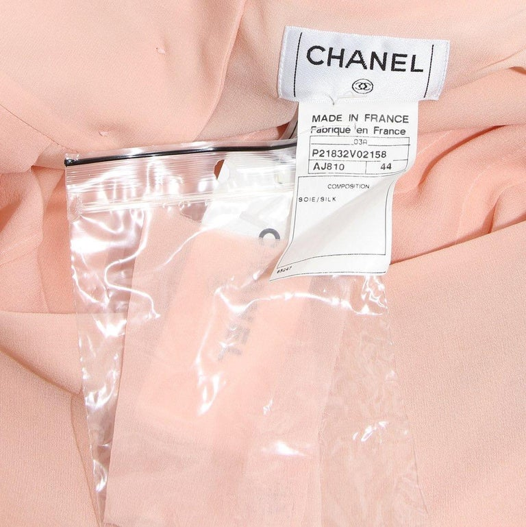 Chanel Pleated Skirt RTW 2003 In Good Condition For Sale In Los Angeles, CA