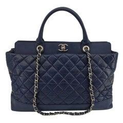 CHANEL Portobello Shoulder bag in Blue Leather