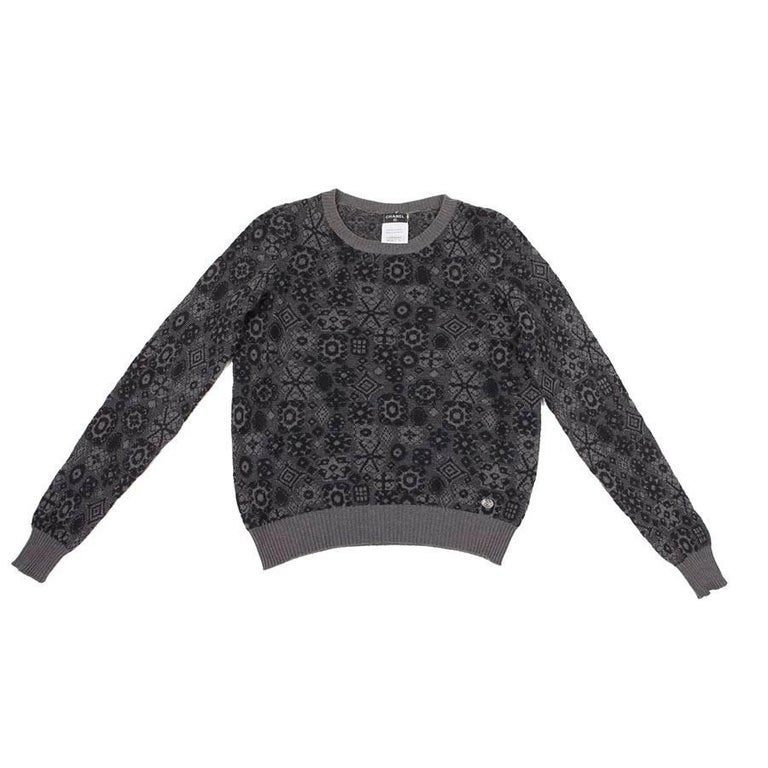 CHANEL Pullover in Grey Cashmere with Black Patterns Size 34FR