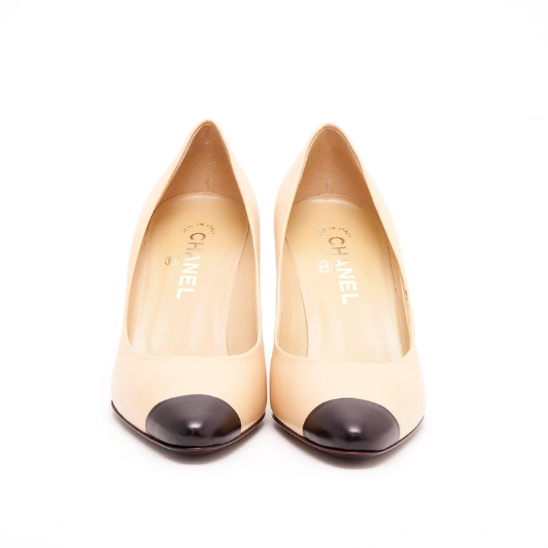 41fc98da9b9 CHANEL Pumps in Smooth Black and Beige Two-tone Leather Size 38.5