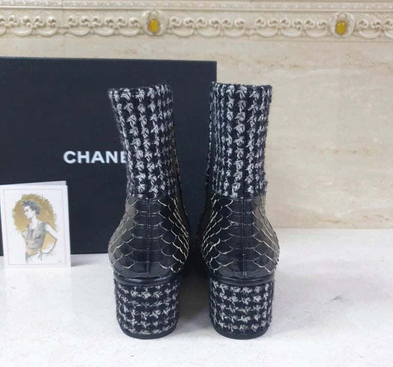 Chanel Python-Trimmed Tweed Ankle Boots In Good Condition For Sale In Kiev, UA