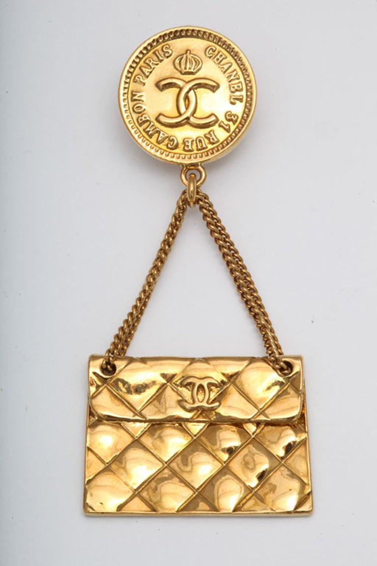 Chanel quilted bag 2.55 motif earrings In Excellent Condition For Sale In Chicago, IL