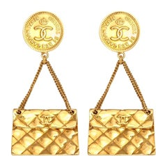 Chanel quilted bag 2.55 motif earrings