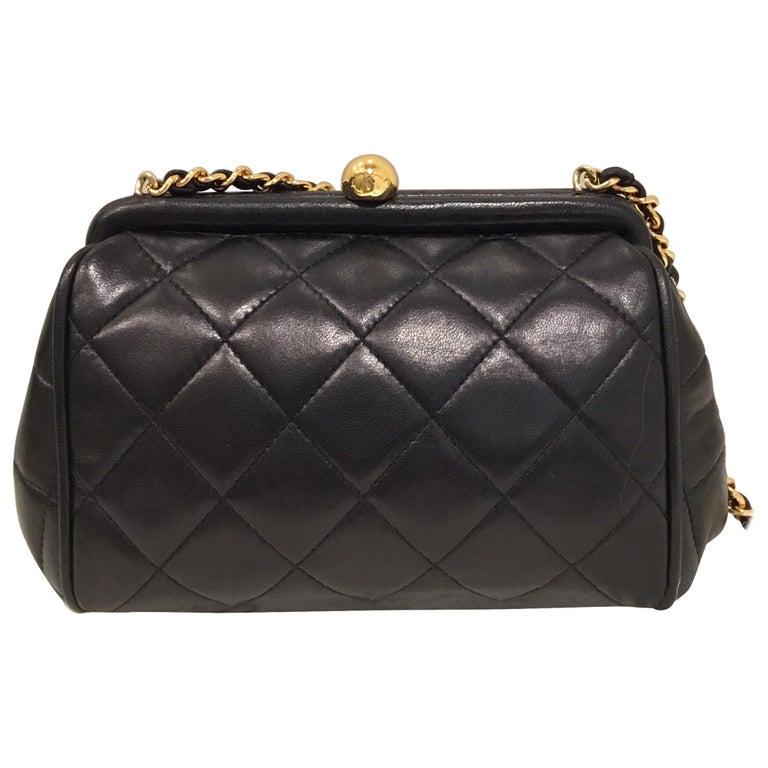 2fcc979e78ae5 Chanel Gesteppte Tasche mit Gold Kette