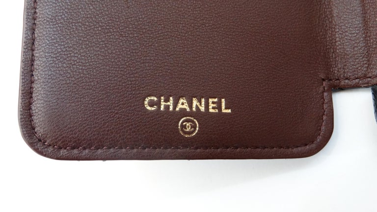 Chanel Quilted Black Caviar 'CC' Iphone 7+/8+ Wallet Case In Excellent Condition For Sale In Scottsdale, AZ