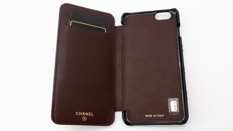 Women's or Men's Chanel Quilted Black Caviar 'CC' Iphone 7+/8+ Wallet Case For Sale