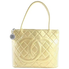 Chanel Quilted Medallion Zip 8cr0522 Gold Leather Tote
