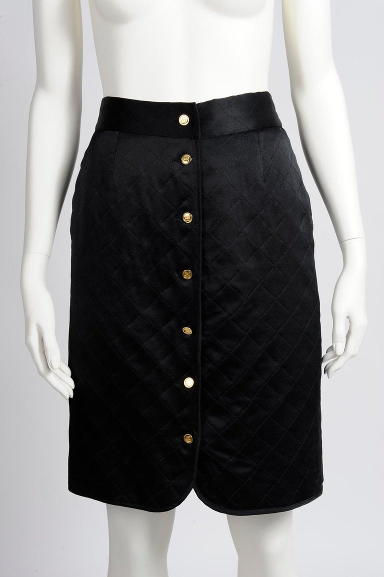 Chanel Quilted Satin Silk Skirt In Good Condition For Sale In Geneva, CH