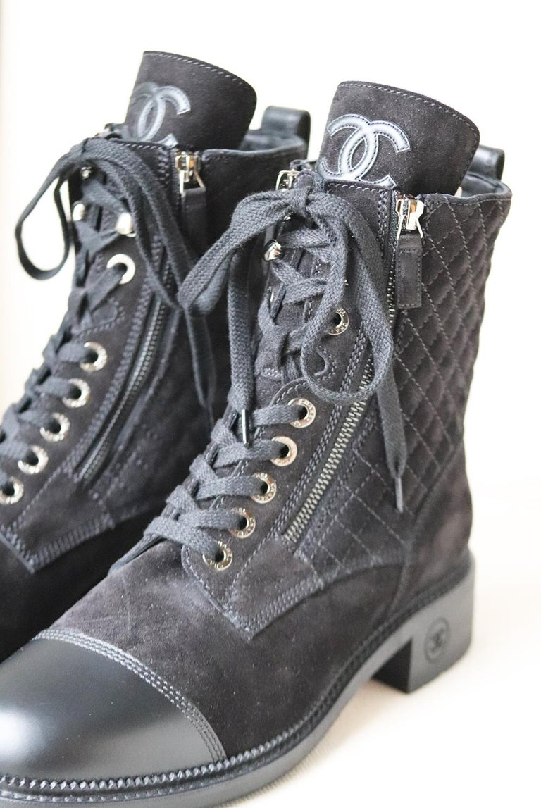 Chanel Quilted Suede and Leather Boots  In New Condition For Sale In London, GB
