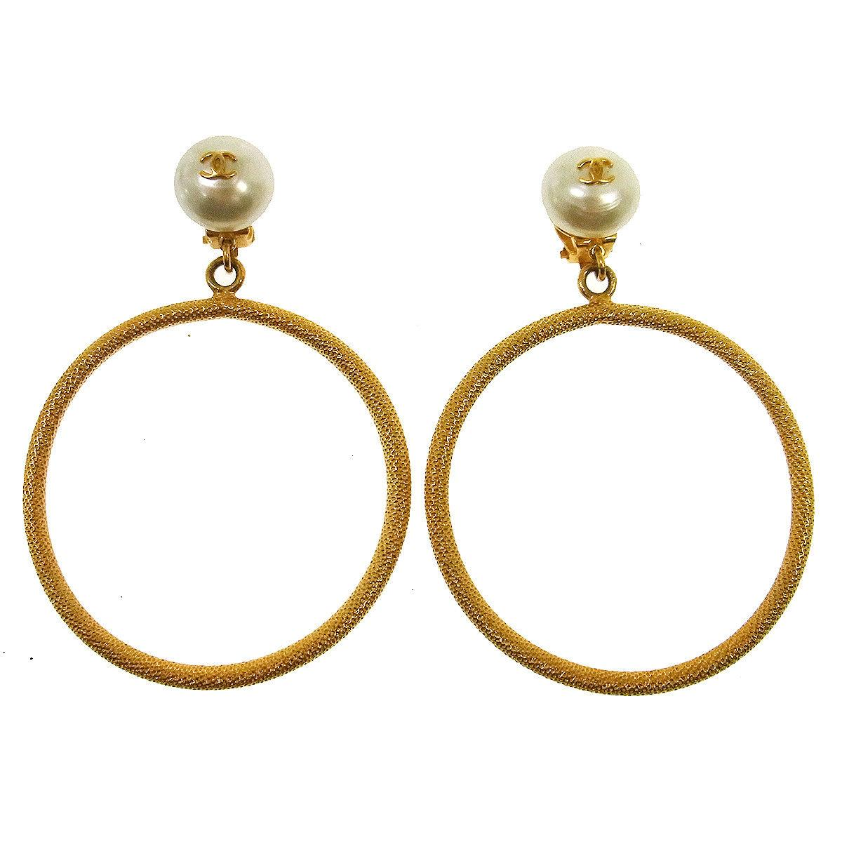 03a223030 Vintage Chanel Earrings - 591 For Sale at 1stdibs