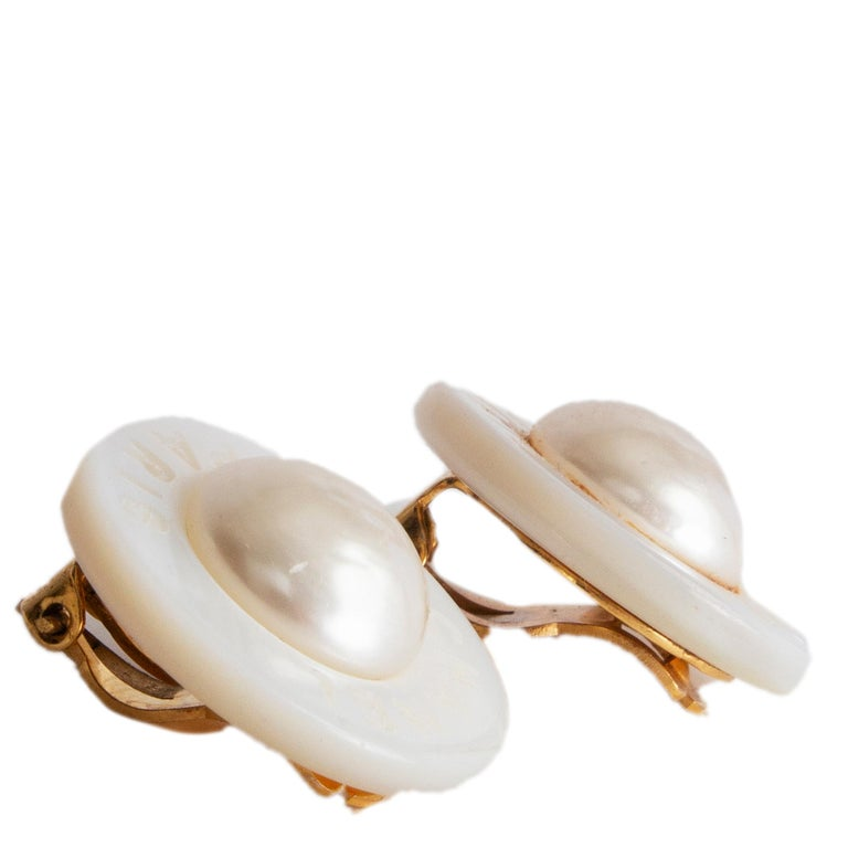Chanel Vintage round clip earrings in off-white mother of pearl. Have been worn with some faint glue stain on one earring. Overall in very good vintage condition.   Width 2.5cm (1in) Height 2.5cm (1in) Depth 1cm (0.4in)