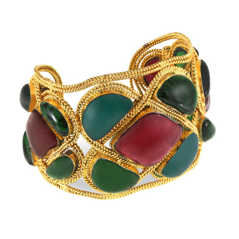 Chanel Red and Green Gripoix Cuff In Excellent Condition For Sale In Palm Beach, FL