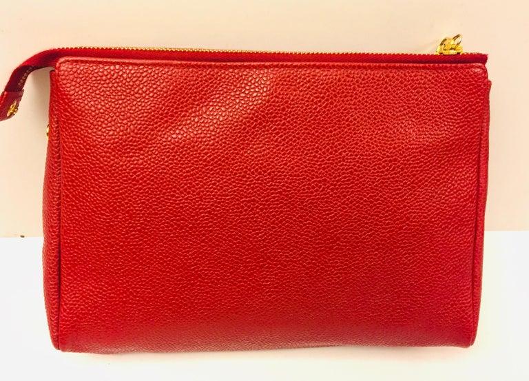 - Vintage 1996 -1997 Chanel red caviar big size cosmetic bag.   - Measurements: 20cm x 14cm x 5cm