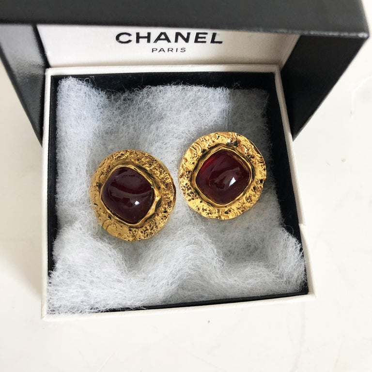 Chanel Red Glass Earrings with Textured Gold Setting Goossens Vintage 70s  In Good Condition For Sale In Port Saint Lucie, FL