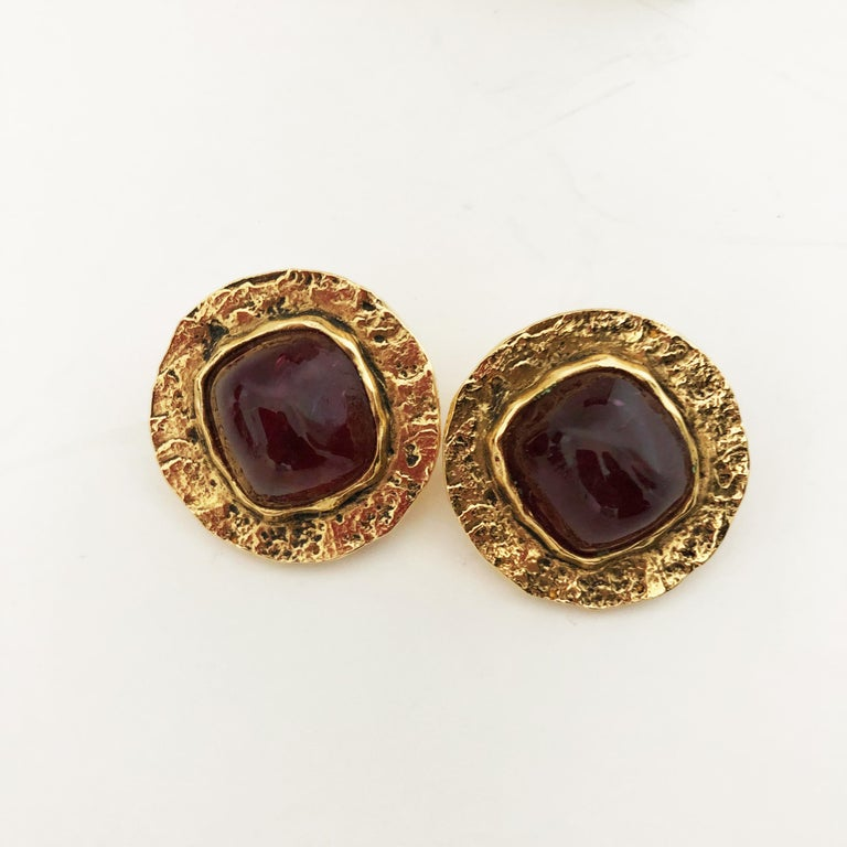 Chanel Red Glass Earrings with Textured Gold Setting Goossens Vintage 70s  For Sale 2