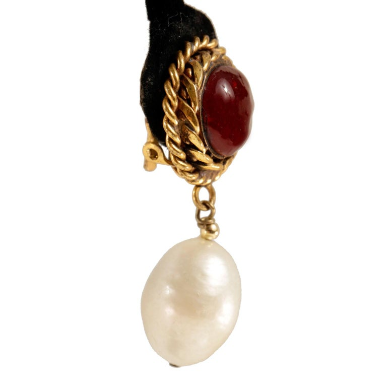 Women's Chanel Red Gripoix and Pearl Clip On Earrings For Sale