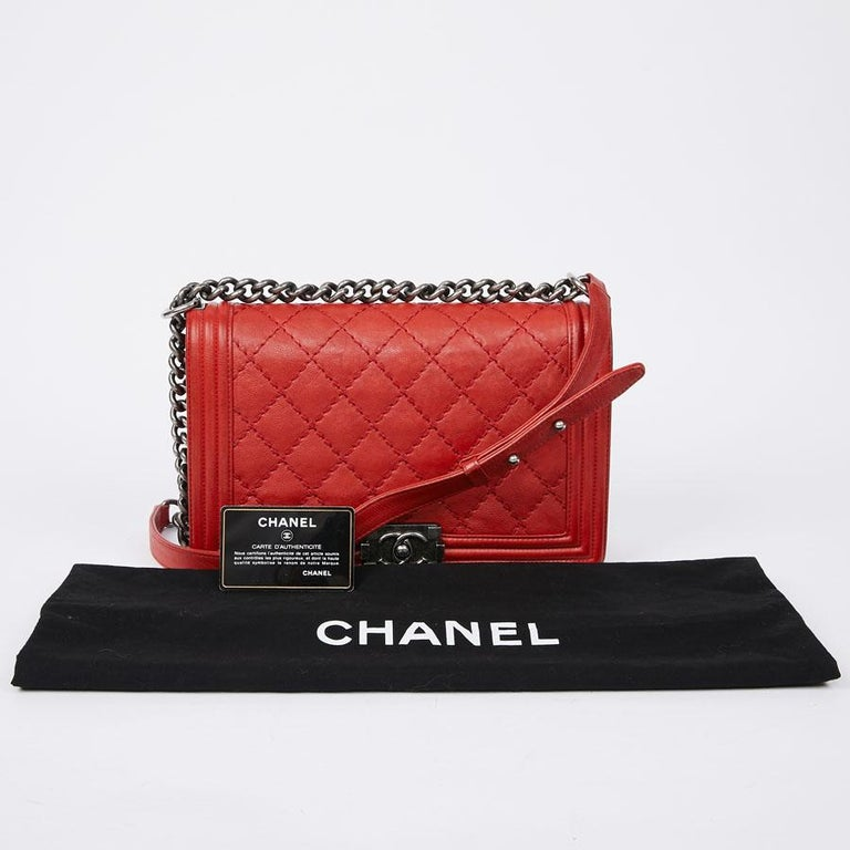 CHANEL Red Leather Large Boy Bag  In Good Condition For Sale In Paris, FR