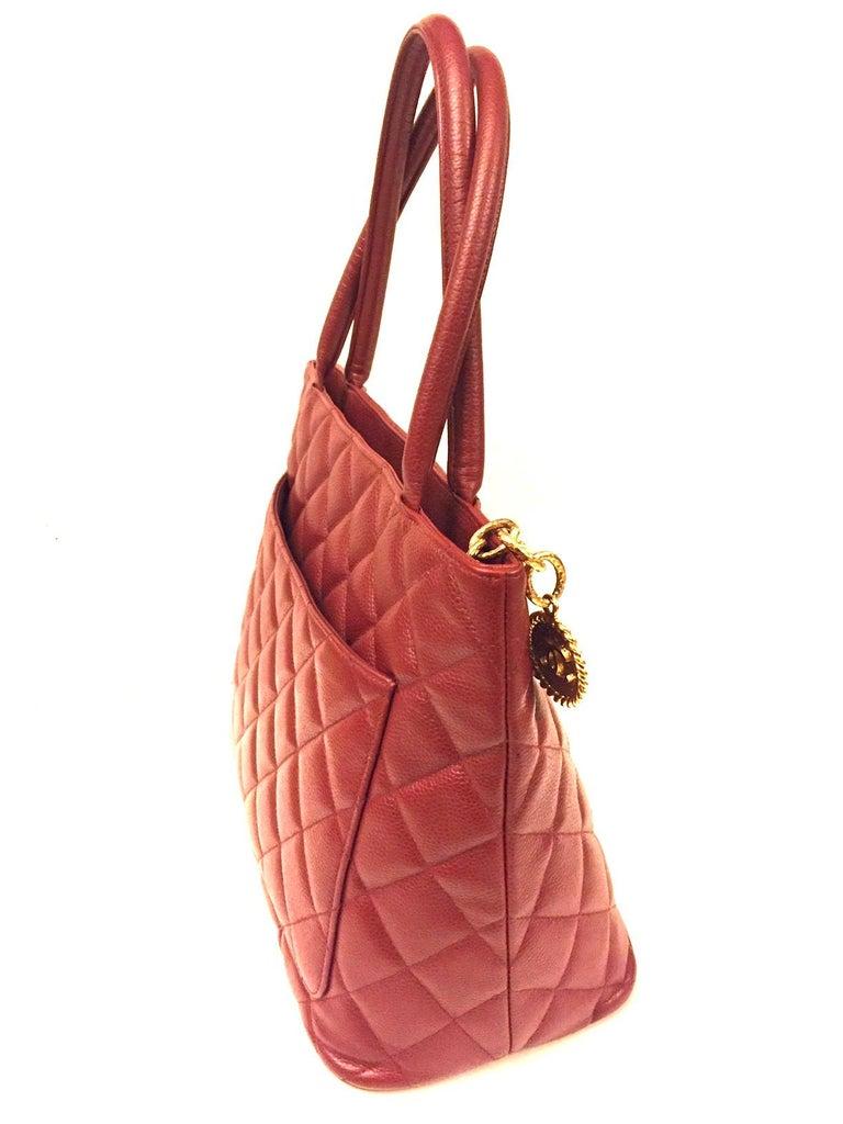 - Vintage 2004 -2005 Chanel red quilted caviar tote bag.   - Outside: Pocket x 1    Inside: Pocket x 1  - Measurements: W30x H15 x D 25cm. Shoulder Strap: 15.5cm