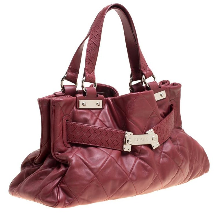 Women's Chanel Red Quilted Leather Tote For Sale
