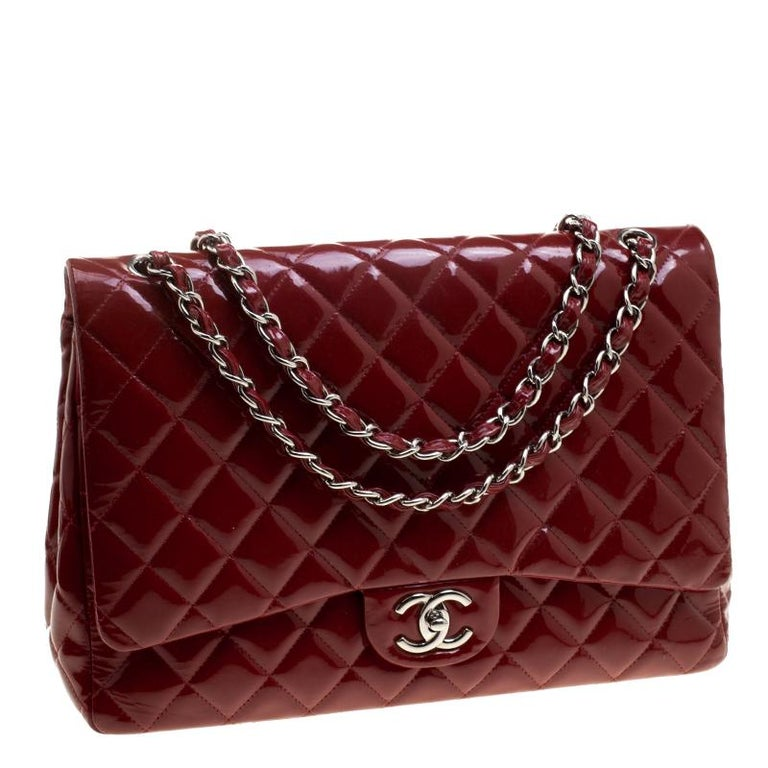60b96145bef913 Chanel Red Quilted Patent Leather Maxi Classic Double Flap Bag In Good  Condition For Sale In