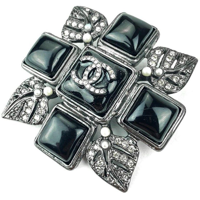 CHANEL Rhinestone Cross Brooch In Excellent Condition For Sale In Paris, FR