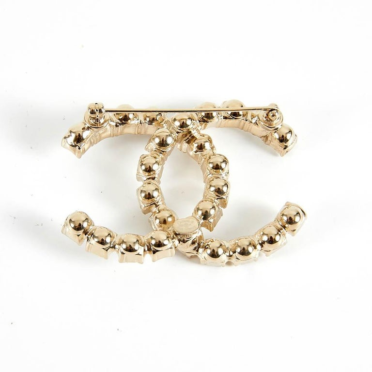 Chanel Rhinestone Double CC Logo Gold Toned Brooch Pin In Excellent Condition For Sale In Paris, FR