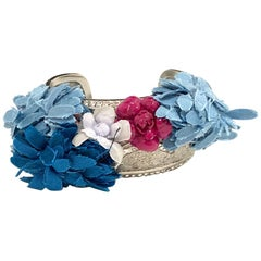 CHANEL Rigid Silver Bracelet With Fabric Flowers