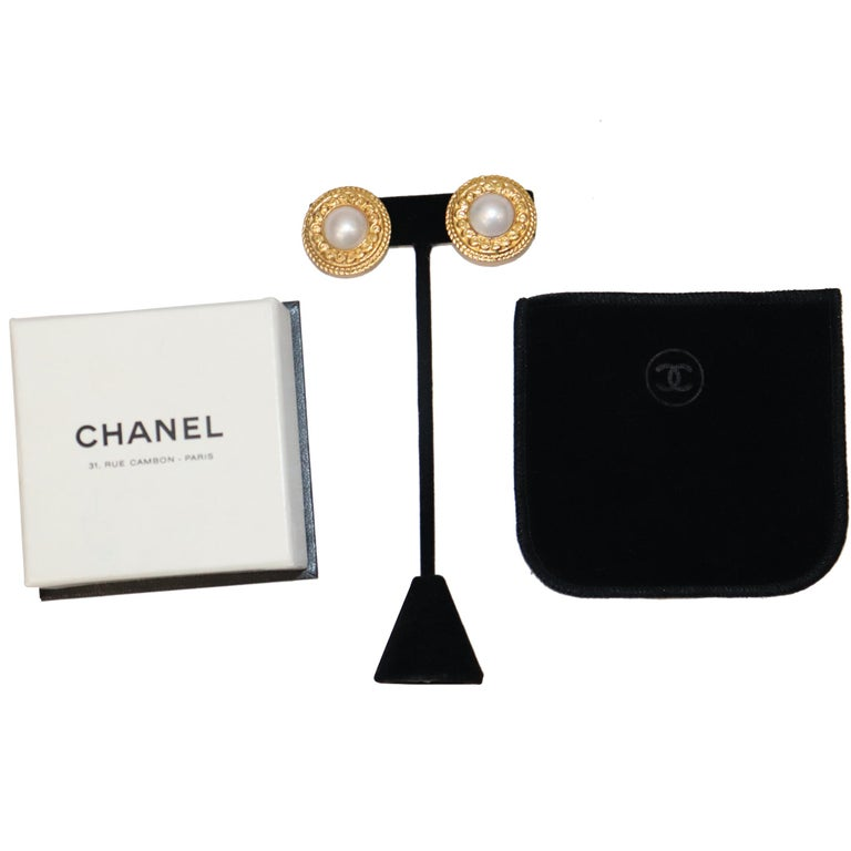 Chanel Round Faux Pearl Gold-tone Plated Metal Clip on Earrings Circa 1980s In Excellent Condition For Sale In Los Angeles, CA