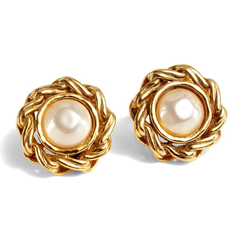Round Cut Chanel Round Pearl Clip On Earrings For Sale