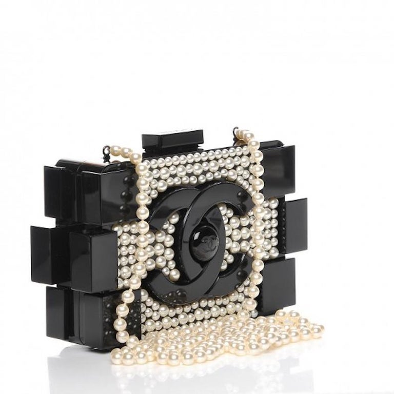 Chanel Runway Black Acrylic Pearl Box 2 in 1 Evening Clutch Shoulder Bag in Box In Good Condition For Sale In Chicago, IL