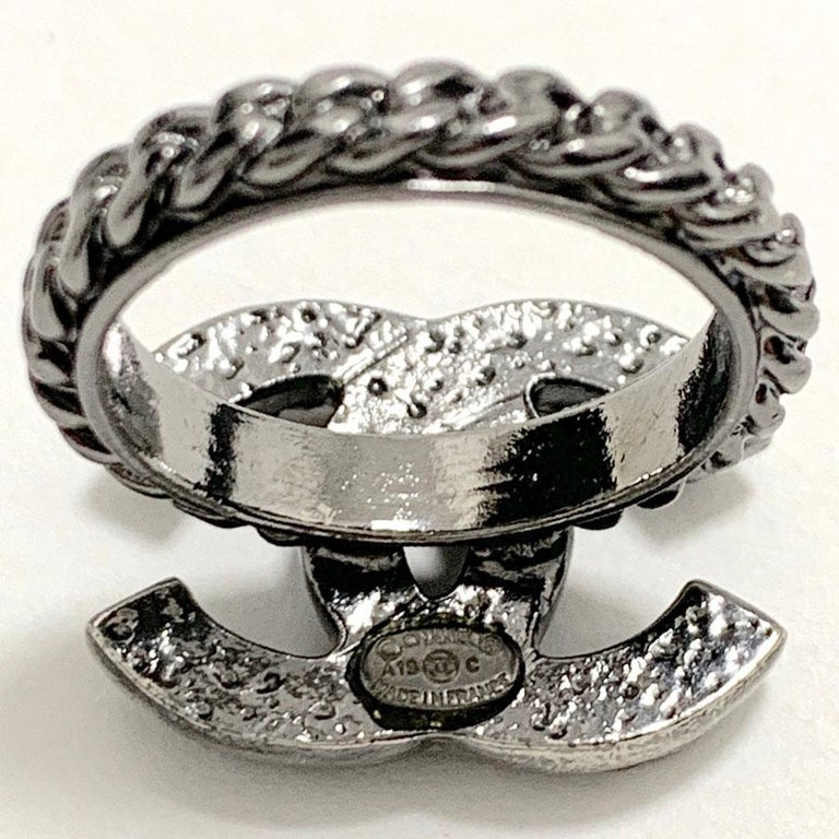 Women's CHANEL Ruthenium Chain Ring CC For Sale