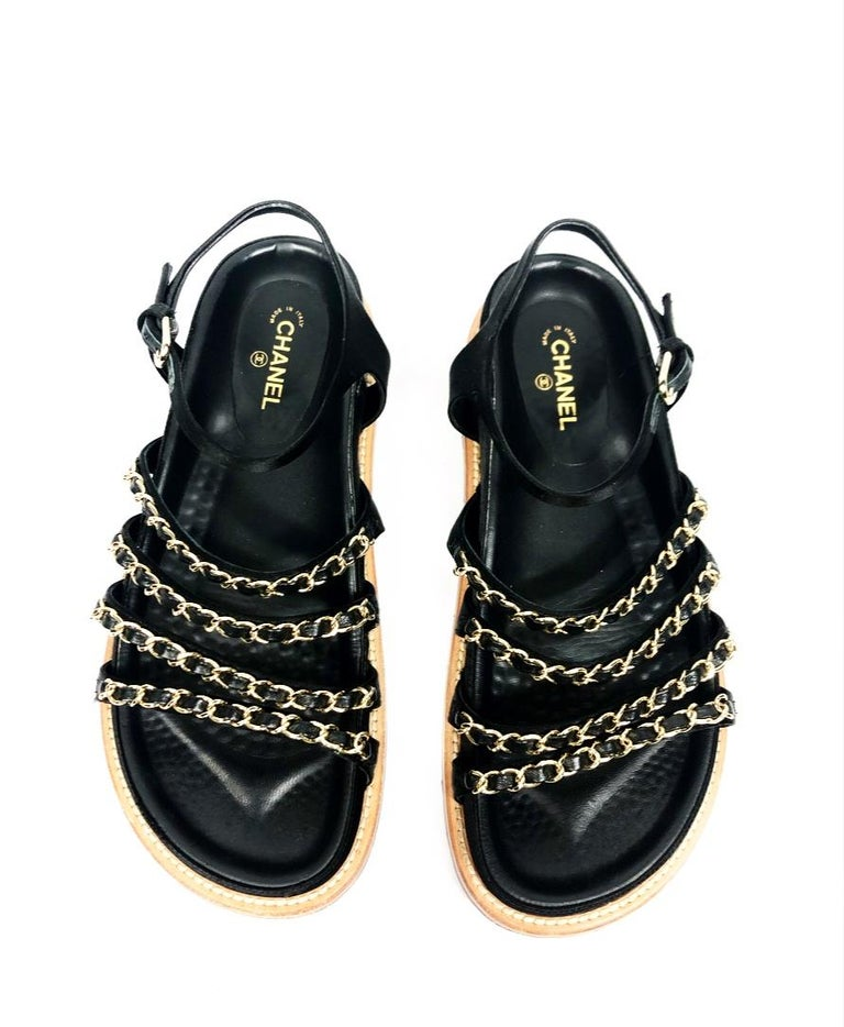 CHANEL Satin Lambskin Flat Sandals w/ 10mm Chain- Link Strap Size 38 In Excellent Condition For Sale In  Beverly Hills, CA