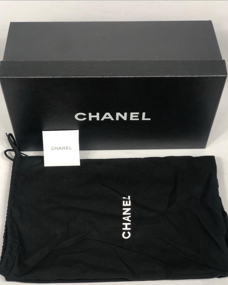 CHANEL Satin Lambskin Flat Sandals w/ 10mm Chain- Link Strap Size 38 For Sale 5