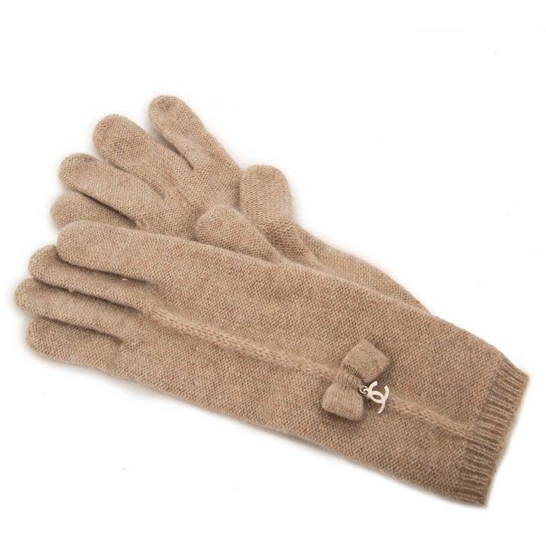 Chanel Set Beige Scarf + Gloves For Sale at 1stdibs