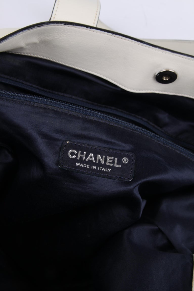 Chanel Shopper Bag - off-white For Sale 5