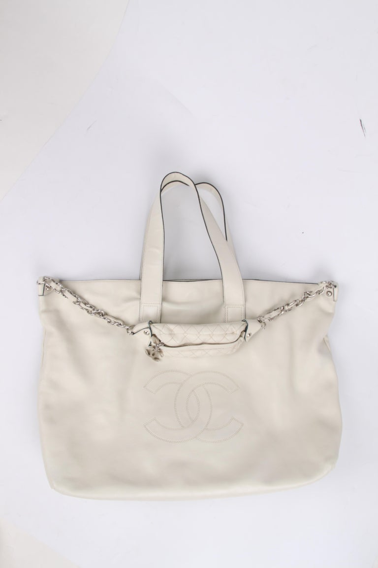 Chanel Shopper Bag - off-white In Excellent Condition For Sale In Baarn, NL
