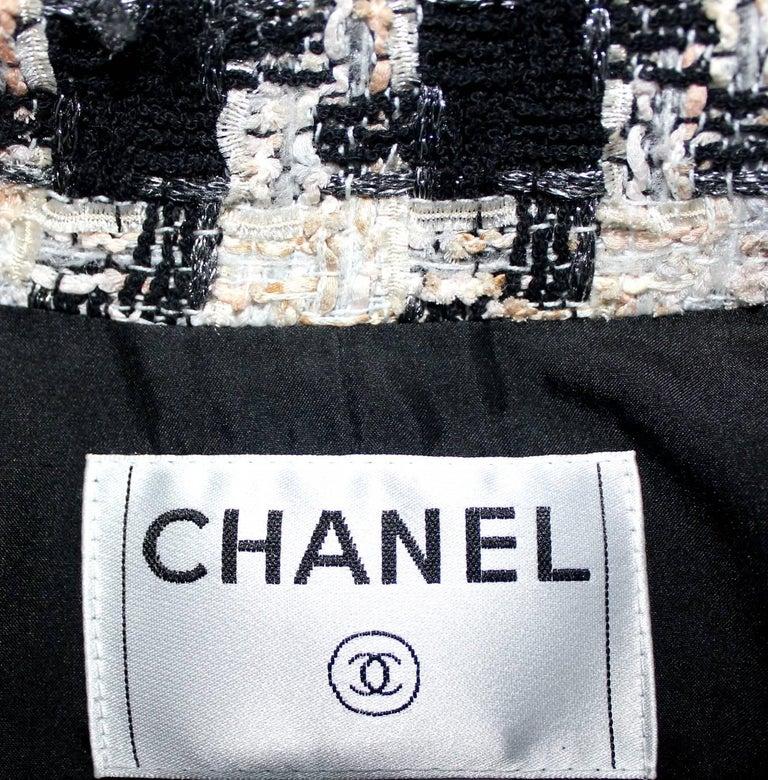 Chanel Signature Lesage Houndstooth Pied de Poule Fantasy Tweed Skirt Suit For Sale 4