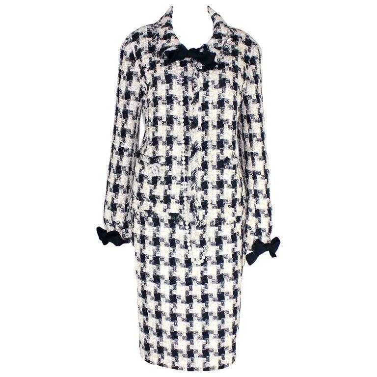 Chanel Signature Lesage Houndstooth Pied de Poule Fantasy Tweed Skirt Suit For Sale