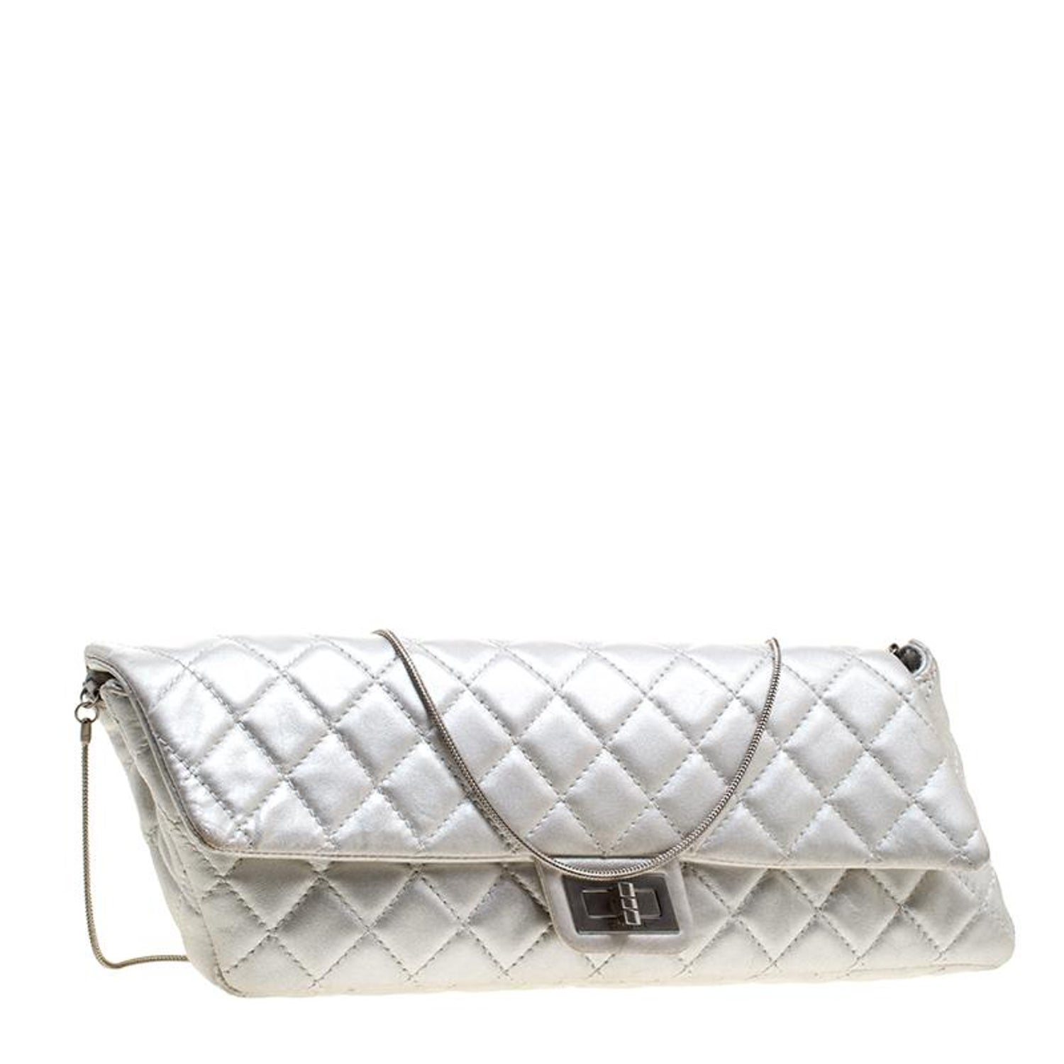 98cb5d4734af8c Chanel Silver Quilted Leather Reissue Chain Clutch For Sale at 1stdibs