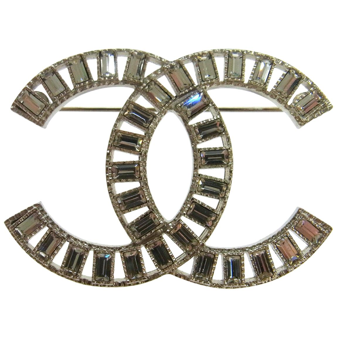e7d9a47b832 Vintage Chanel Brooches - 286 For Sale at 1stdibs