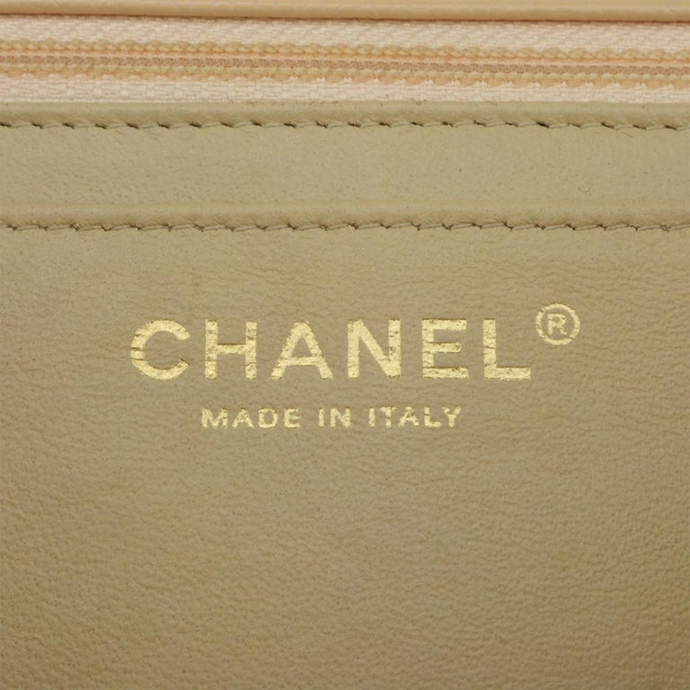 CHANEL Single Flap Jumbo Bag Beige Clair Caviar with Gold Hardware 2009 For Sale 13