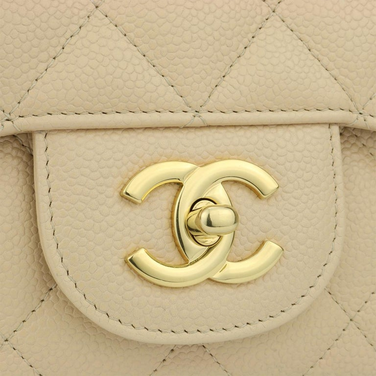 CHANEL Single Flap Jumbo Bag Beige Clair Caviar with Gold Hardware 2009 In Excellent Condition For Sale In Huddersfield, GB