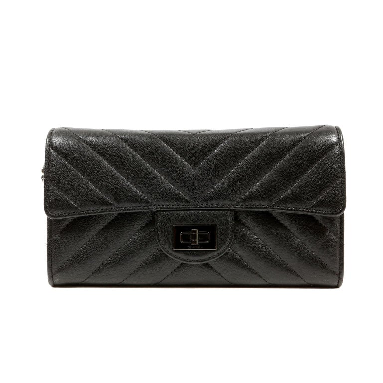 Chanel So Black Chevron Leather Wallet on a Chain For Sale 3